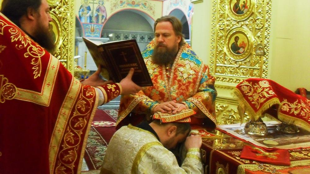 Работа в церковные праздники мнение священника